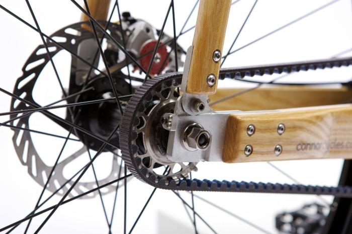 detalhe roda bicicleta de madeira